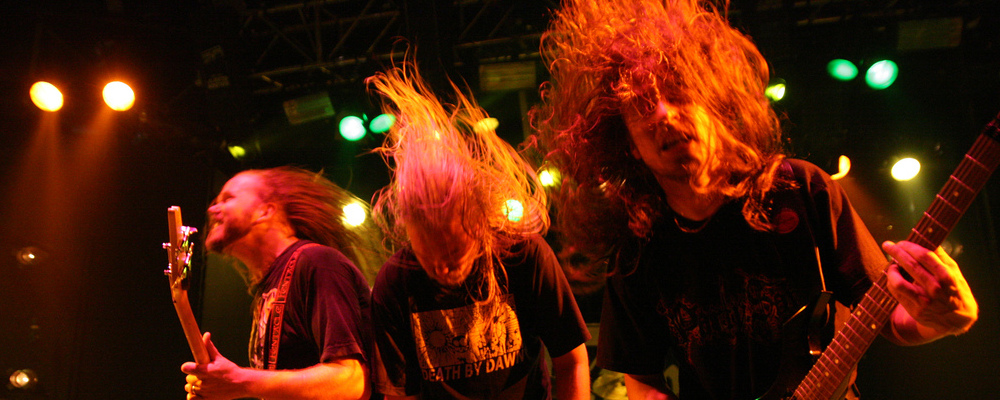 három rocker headbanggel
